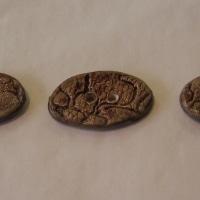 Boutons ovales bruns